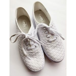 Keds • White Eyelet Lace Lace Up Sneakers